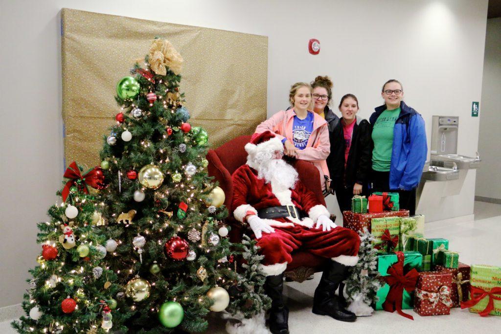 Christmas+Tree+Lighting+on+Campus