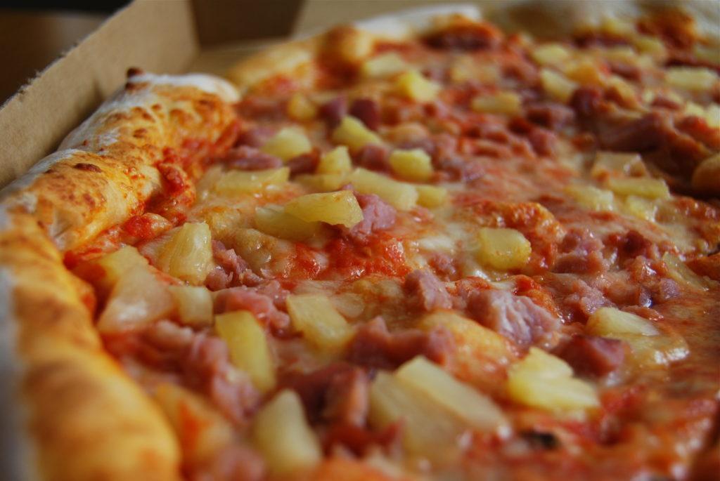 Pineapple+pizza+controversy