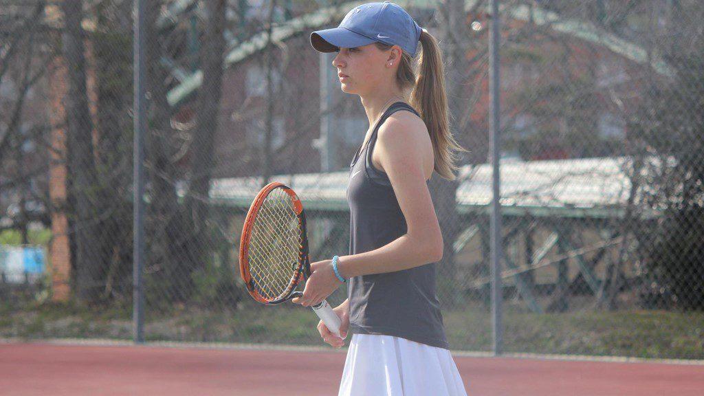 WOMENS TENNIS OFF TO A HOT START