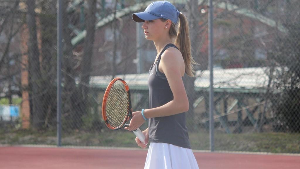 WOMEN'S TENNIS OFF TO A HOT START