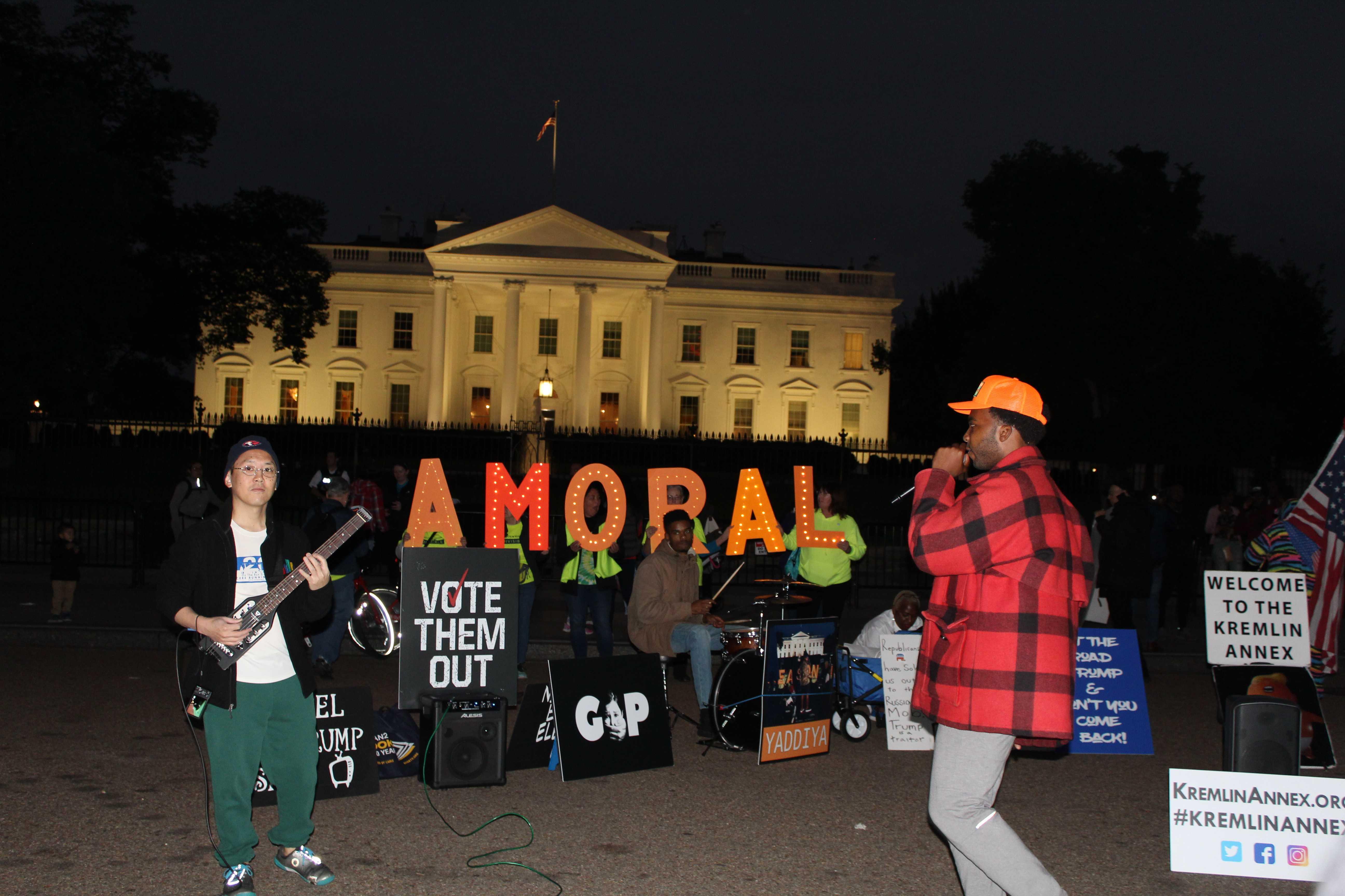 Anti-trump protest takes place outside of White House. PHOTO | Nicole Thomas