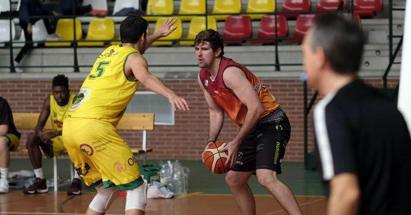 2018 Graduate Justin Vallejo Plays for Spain