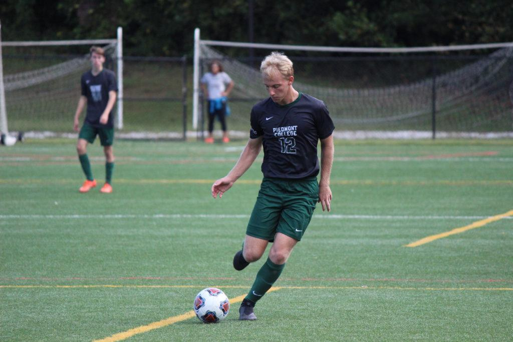 Men's soccer loses to Berry, off to 1-1 start