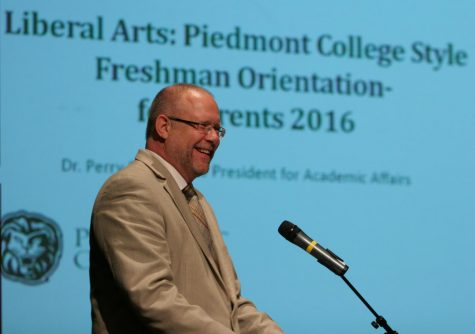 Rettig leads parents in 2016 Freshman Orientation. // PHOTO Perry Rettig