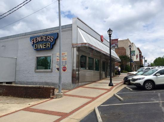 Garrett's Review: Fenders Diner